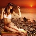 Sexy model on the beach on sunset — Stock Photo #26156119
