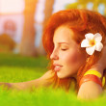 Woman enjoying summer nature — Stock Photo