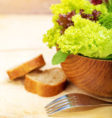 Lettuce salad with bread — Stock Photo
