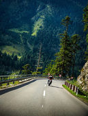 Motorcyclist on mountainous road — Stock Photo