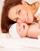 Newborn baby with mommy — Stock Photo