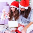 Christmas joy at family home — Stockfoto