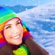Happy girl in winter park — ストック写真