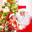 Receive gift from Santa Claus — 图库照片