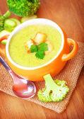 Frisk grädde soppa med broccoli — Stockfoto