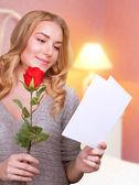 Reading love letter — Stockfoto