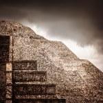 Mexican pyramid — Stock Photo