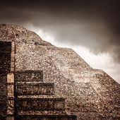 Mexican pyramid — Stock Photo