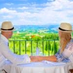 Happy couple on resort — Stockfoto
