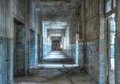 Заброшенный коридор в beelitz — Стоковое фото