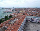 Venedik pazar meydanı üzerinde göster — Stok fotoğraf