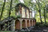 Old aqueduct built of brick — Stock Photo