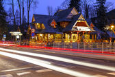 Regional restaurant building at night in Zakopane — Stock Photo