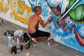 Madrid, SPAIN Sep 18 - graffiti artists work on their creations — Stok fotoğraf