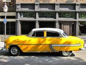 Very old taxi typical of the United States — Stock Photo