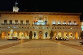 Immagine notturna del consiglio comunale della città di saragozza, spagna — Foto Stock