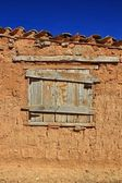 Old wooden window in the house of adobe and mud — Stock Photo