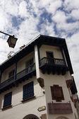 Staré budovy, které jsou typické pro francii v saint jean de luz — Stock fotografie
