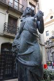 Statua di donna contadina con un seno esposto — Foto Stock
