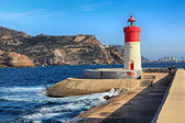 Kırmızı ve beyaz deniz feneri liman cartagena, i̇spanya — Stok fotoğraf