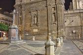 ムルシアの有名な大聖堂の詳細一晩します。 — Stockfoto