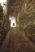 Antiguo paso bajo un castillo — Foto de Stock