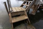Staré a rozbité dřevěné molo — Stock fotografie