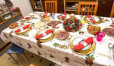 Elegant Christmas table decorated with typical and colorful obje — Photo