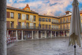 Ancient main square with arcades after rain in Tordesillas, Spai — Stock Photo