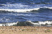 Blue sea with waves on white sand beach — Foto Stock