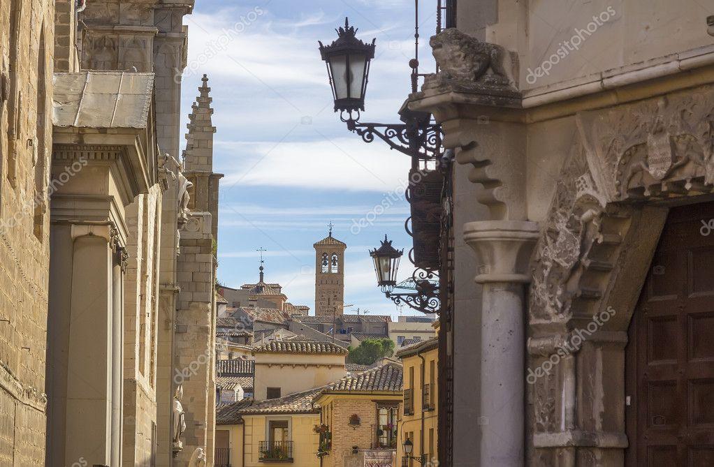 Viejo estrechas calles medievales de la ciudad de toledo - Decoradores en toledo ...