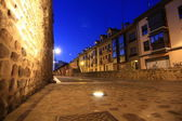 Night image of the medieval streets of the city of Leon, Spain — Stock Photo