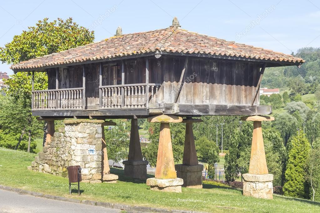 Horreo granero t pica casa gallega foto de stock james633 43143069 - Casa tipica gallega ...