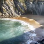 Coastal landscape with blue sea and beautiful cliffs — Stock Photo #43293849