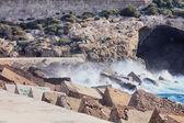 Large waves crashing and splashing on a seawall — Stock Photo