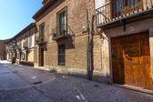 Typický dům v centru města alcala de henares, Španělsko — Stock fotografie