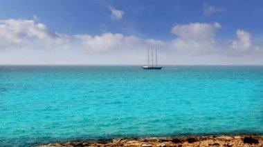 Balearic formentera island near Ibiza sailboat sailing far away in horizon — Stock Video