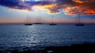 Ibiza sea sunset view from Formentera Balearic islands with Es Vedra in horizon and dramaric red sky — Stock Video