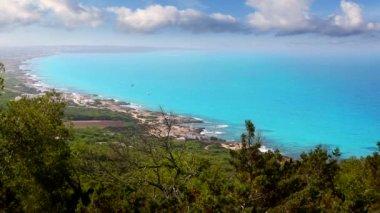 Formentera con la isla de ibiza en la costa norte de fondo — Vídeo de Stock