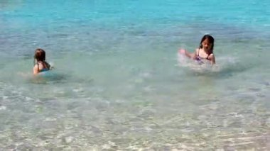 Little girls playing in shore beach water in ibiza island — Stock Video