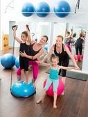 Aerobik pilates kobiet dziecko dziewcząt osobisty trener — Zdjęcie stockowe