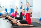 Aerobica donne pilates con palle di yoga — Foto Stock
