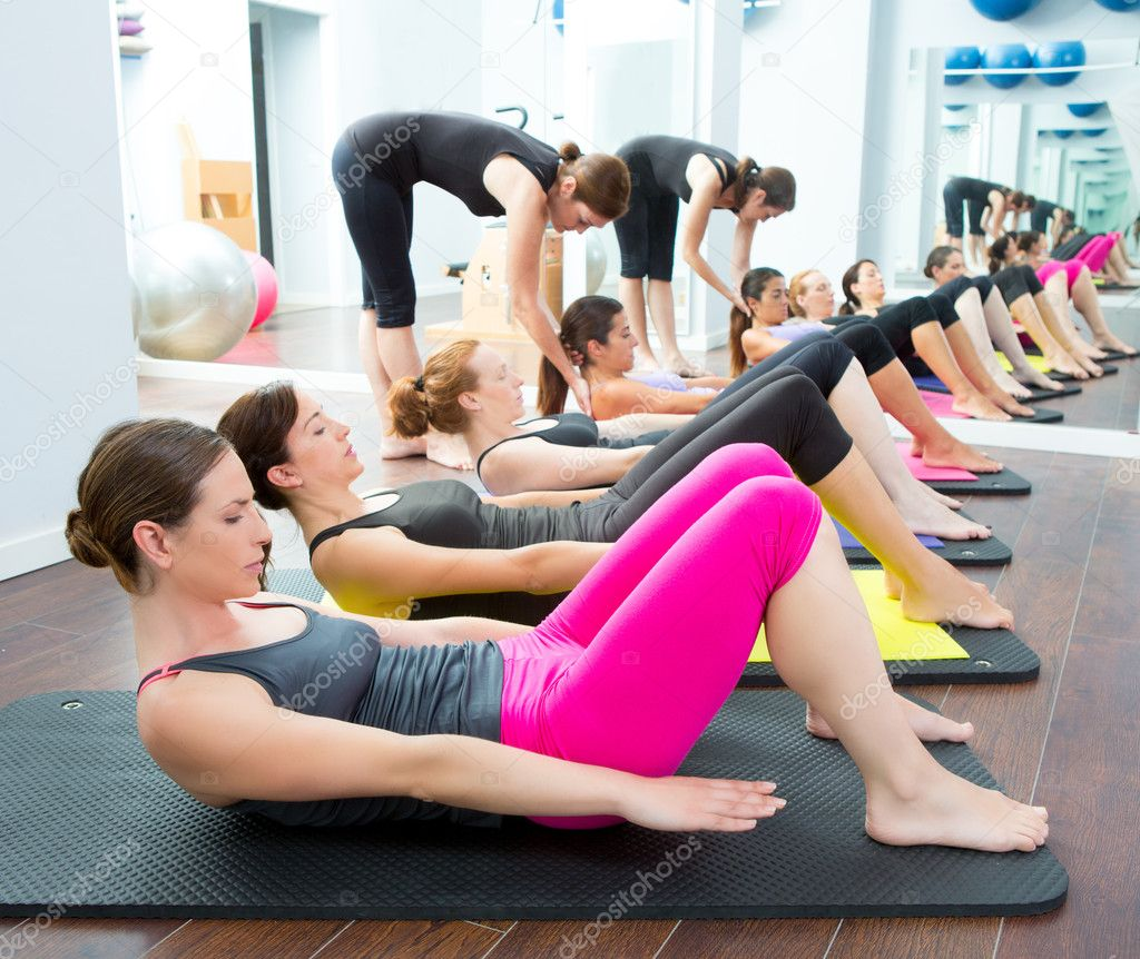 Aerobic pilates personal trainer in a gym group class for Gimnasio pilates