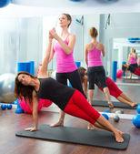 Aeróbio mulheres de instrutor pilates personal trainer — Foto Stock