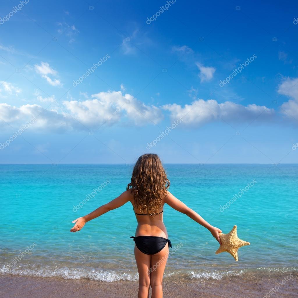 фото на пляже девушек с сзади