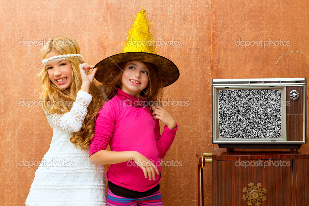 Children 70s two kid friend girls in party with retro wood tv — Zdjęcie stockowe #16102691