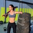 Crossfit sledge hammer woman at gym relaxed - Stockfoto