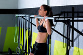 Crossfit toes to bar woman pull-ups 2 bars workout — Foto de Stock
