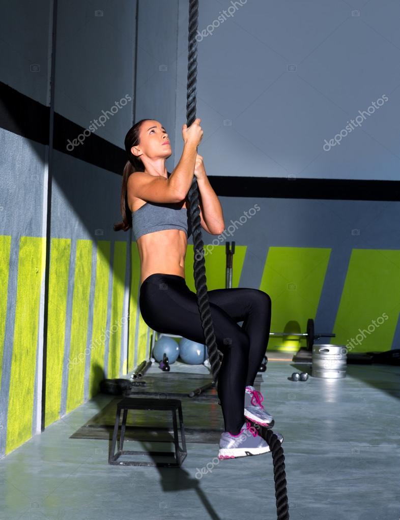 Фото девушек в школьном спортзале