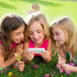 Children friend girls playing internet with smartphone - Foto Stock